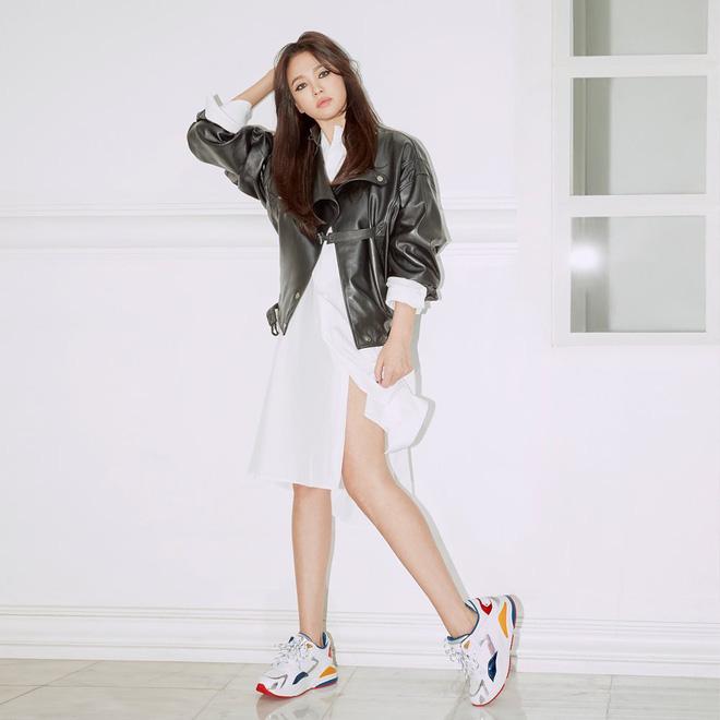 Nghịch lý Song Hye Kyo: Làm mẫu thời trang thì bị chê, quảng bá trang sức lại sang như bà hoàng - Ảnh 5