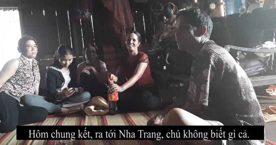 Bố H'Hen Niê: 'Mình phải mượn 1 triệu từ chỗ làm thuê để đi xem con gái thi Hoa hậu' - Ảnh 2