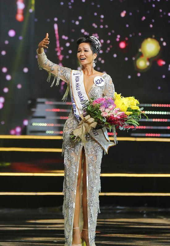 Bố H'Hen Niê: 'Mình phải mượn 1 triệu từ chỗ làm thuê để đi xem con gái thi Hoa hậu' - Ảnh 3