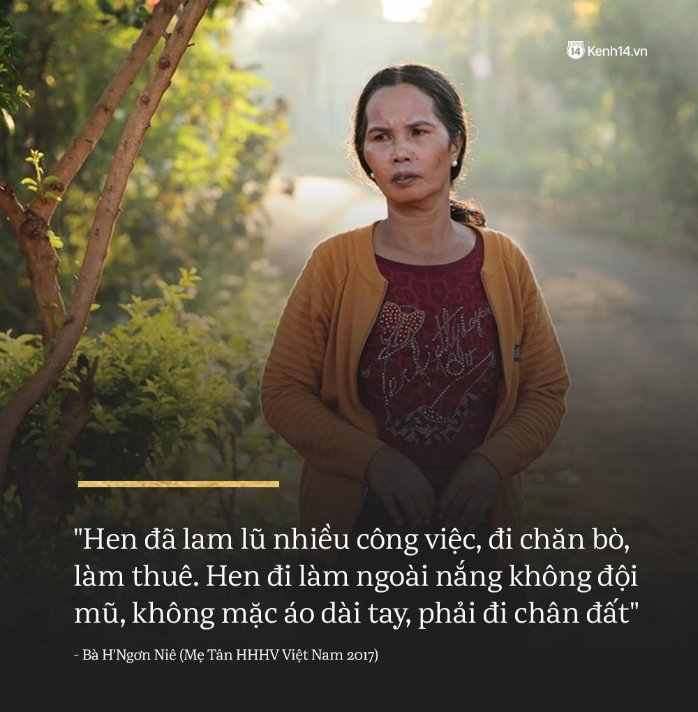 Clip độc quyền: Mẹ H'Hen Niê rơi nước mắt kể về thời gian con gái đi làm thuê, mặc đồ Si để có tiền đi học! - Ảnh 1