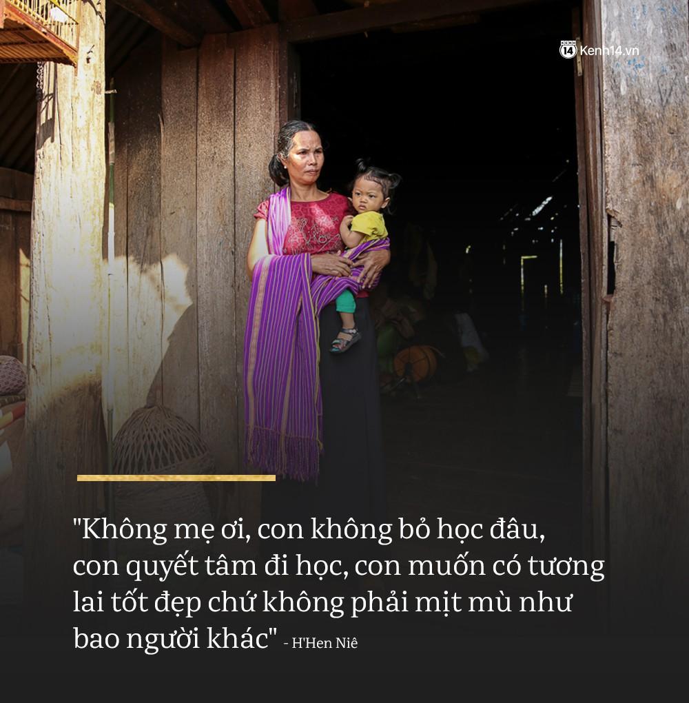 Clip độc quyền: Mẹ H'Hen Niê rơi nước mắt kể về thời gian con gái đi làm thuê, mặc đồ Si để có tiền đi học! - Ảnh 2
