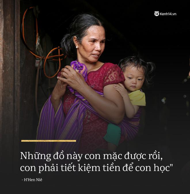 Clip độc quyền: Mẹ H'Hen Niê rơi nước mắt kể về thời gian con gái đi làm thuê, mặc đồ Si để có tiền đi học! - Ảnh 3