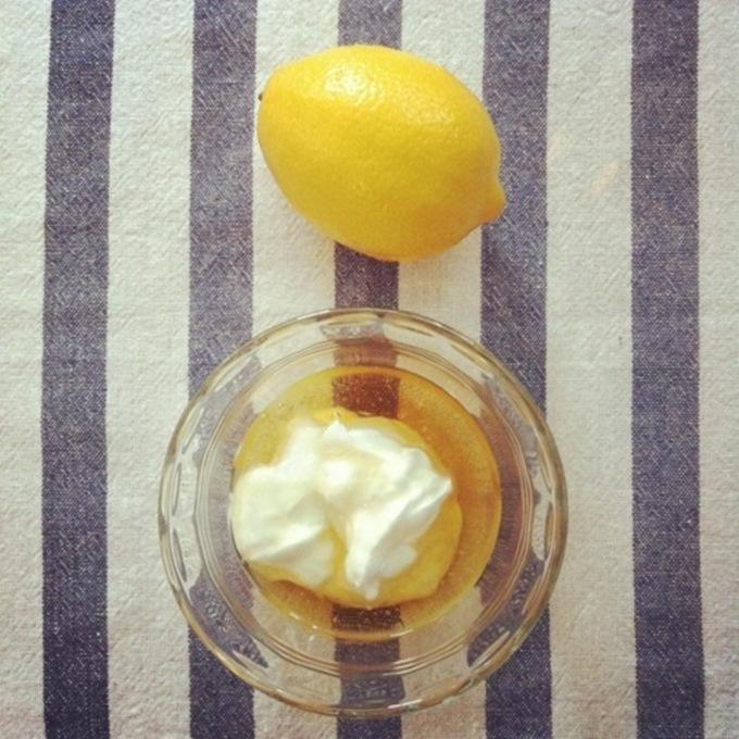 Mặt nổi đầy mụn và vết thâm cứ bôi sữa chua lên theo cách này là sạch mịn, da đẹp chỉ trong 1 đêm - Ảnh 2