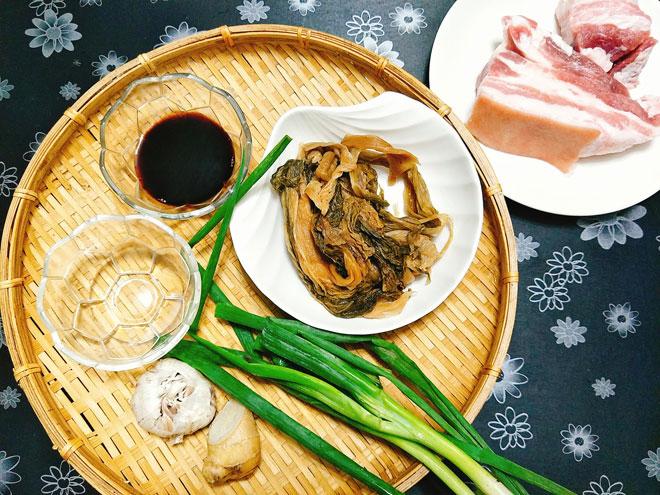 Thịt kho dưa mặn vét sạch nồi cơm ngày rét đậm - Ảnh 1