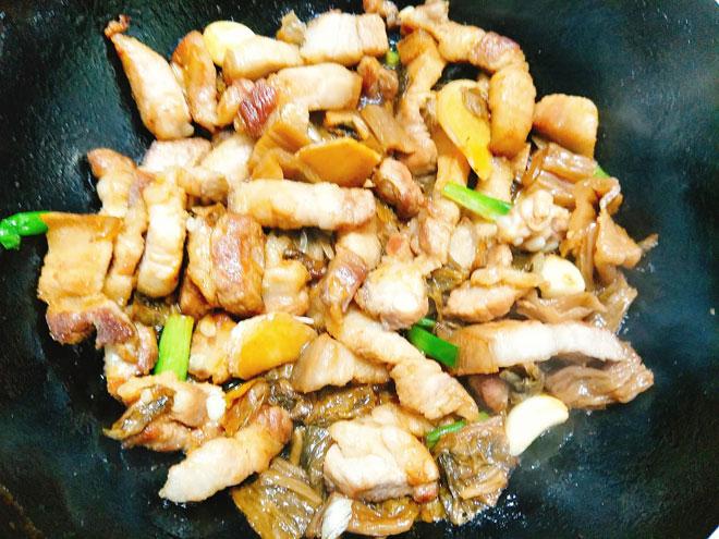Thịt kho dưa mặn vét sạch nồi cơm ngày rét đậm - Ảnh 2