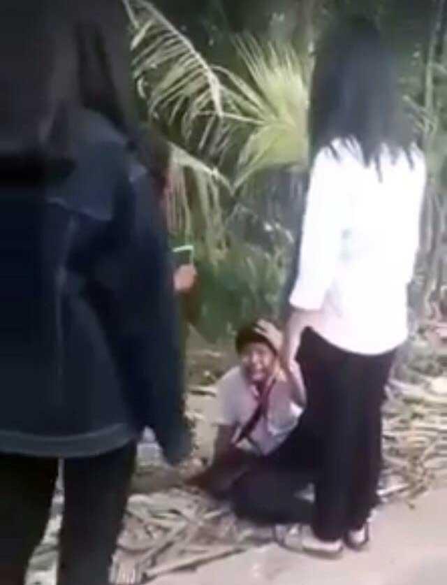 Vĩnh Long: Nam sinh ôm mặt khóc xin tha khi bị nhóm bạn nữ chặn đường đánh đập, dọa giết - Ảnh 5