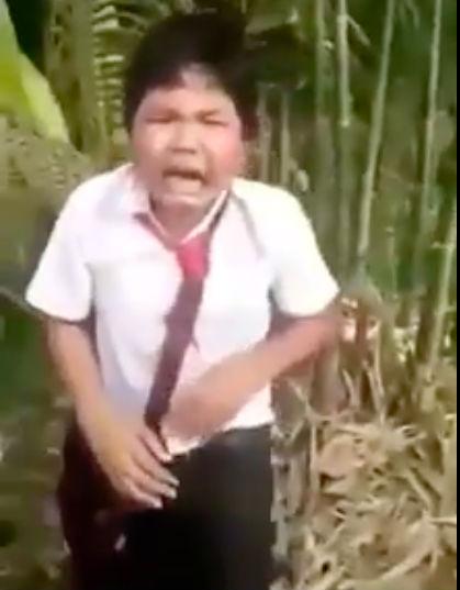 Vĩnh Long: Nam sinh ôm mặt khóc xin tha khi bị nhóm bạn nữ chặn đường đánh đập, dọa giết - Ảnh 4