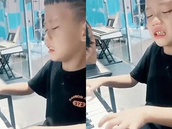 """Bé trai khóc nức nở vì bố bắt tập đàn, nhưng khi tiếng nhạc vừa cất lên, ai nấy đều trầm trồ: """"Thiên tài tương lai đây rồi"""""""