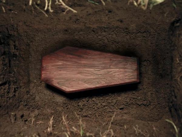 """Bí ẩn người chết """"đội mồ sống dậy"""" tại tang lễ, mỉm cười với em gái rồi sống được thêm 40 năm nữa khiến MXH hãi hùng, chuyện gì đã xảy ra?"""