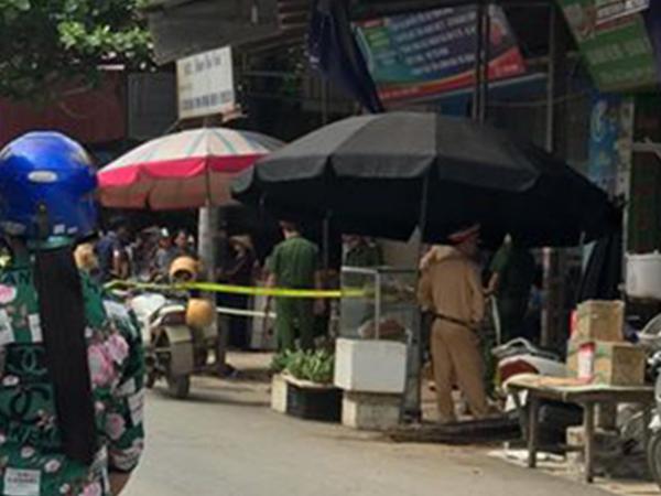 Đang bán thịt heo ở chợ, vợ bị chồng đâm tử vong