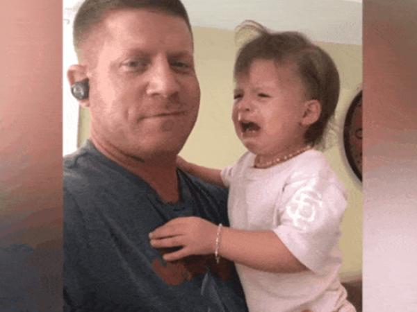Con gái khóc ăn vạ, ông bố dùng chiêu 'lấy độc trị độc'