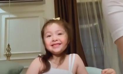 Mới 5 tuổi, con gái Elly Trần đã có thể 'chém gió' với mẹ bằng tiếng Anh