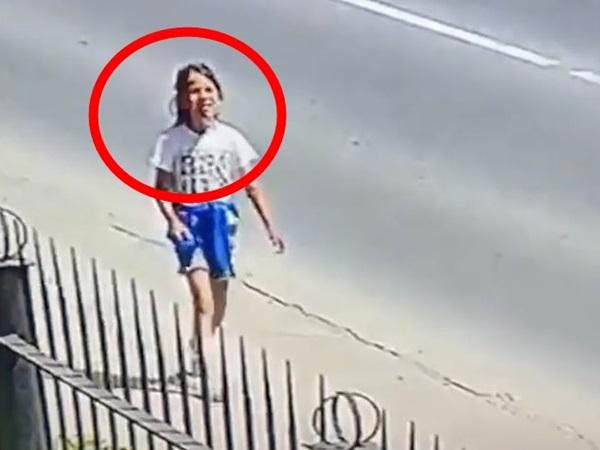 Cãi nhau với bố mẹ, bé gái 8 tuổi bỏ nhà đi rồi bị hãm hiếp và giết chết, bức ảnh khoảnh khắc cuối cùng của cô bé gây xót xa
