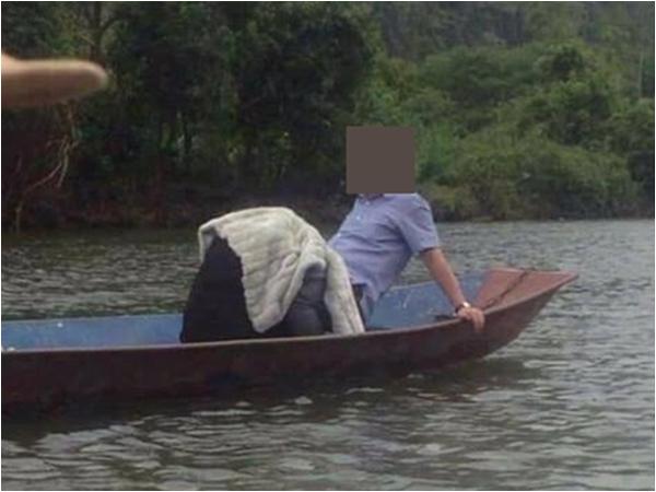 Bức ảnh cặp đôi bị nghi làm 'chuyện ấy' khi đi lễ chùa khiến dân mạng tranh cãi nảy lửa