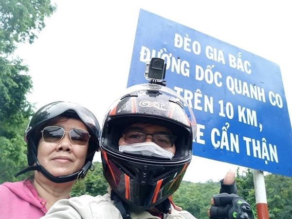 Chàng trai Sài Gòn cùng mẹ 62 tuổi phượt xe máy khắp Việt Nam