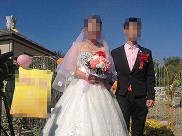 Đắng lòng cô dâu mới đang đếm phong bì thì nghe tin chồng sắm vai chú rể ở một đám cưới khác