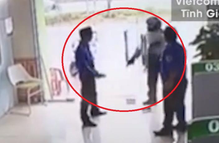 Clip: 30 giây gây án của tên cướp ngân hàng tại Thanh Hóa