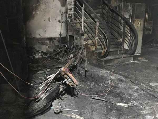 Giây phút cặp vợ chồng cùng 3 trẻ nhỏ thoát khỏi bàn tay gã con rể gây án xong phóng hoả đốt nhà bố mẹ vợ