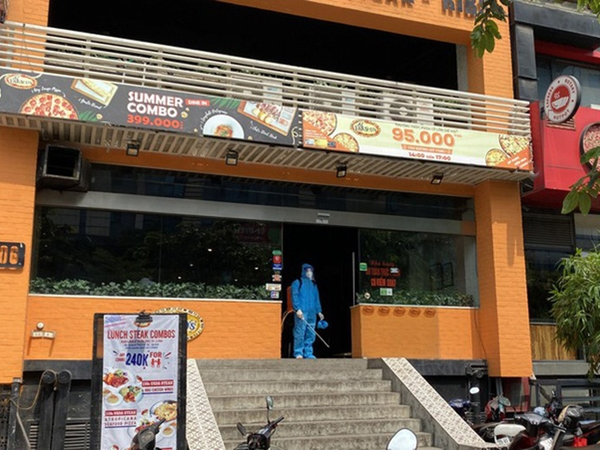 Lịch trình di chuyển của bệnh nhân 447 mắc Covid-19 ở Hà Nội: Làm việc tại tiệm Pizza, tiếp xúc với nhiều người