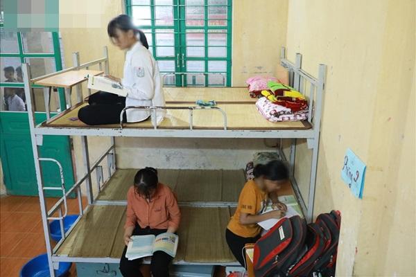 Cuộc sống của học sinh bán trú nơi nữ sinh lớp 8 mang thai 12 tuần