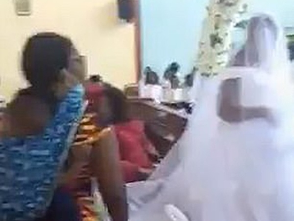 Đang làm đám cưới thì chú rể bị phát hiện đã có vợ con, cô dâu phản ứng cực bất ngờ khiến ai cũng sốc