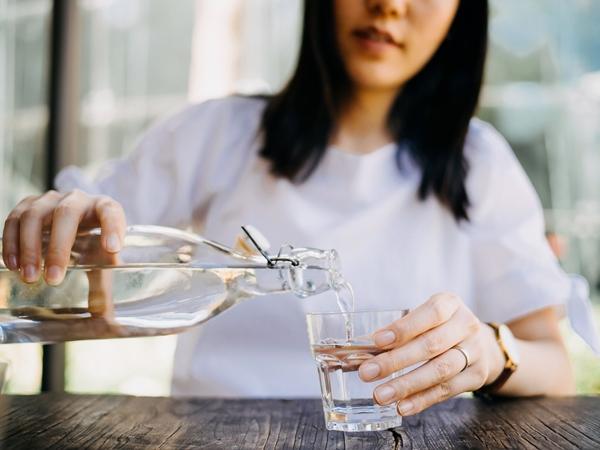 """Đây là 5 kiểu uống nước """"thông minh"""" giúp phụ nữ """"hút mỡ bụng"""" cực nhanh, xuống cân mà vẫn dồi dào năng lượng"""