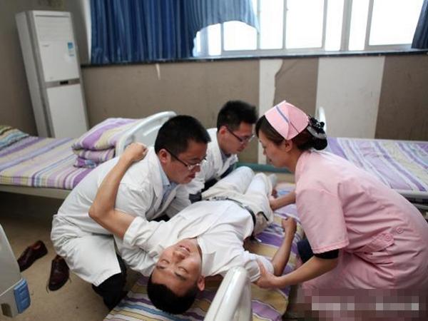 Đôi vợ chồng trẻ bị chẩn đoán mắc ung thư gan vì thói quen rất xấu trước khi đi ngủ trong suốt 2 năm kết hôn