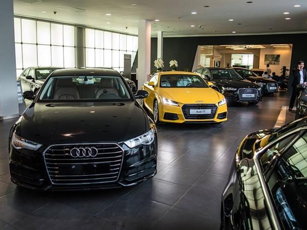 Góc 'trẻ con thì biết gì': Bố mẹ bị bắt đền gần 700 triệu vì con cầm đá cào xước 10 chiếc xe Audi