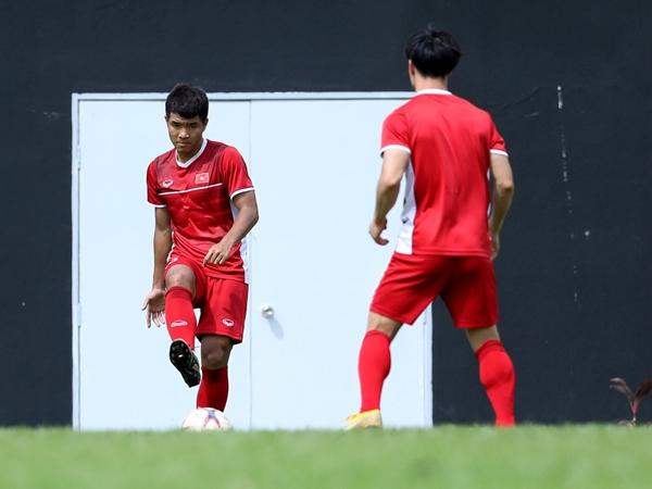 Đức Chinh xin tập thêm, HLV Park và nhiều cầu thủ vắng mặt