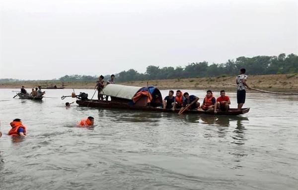 Đi thả lưới đánh cá sau bão, cha và con trai 9 tuổi đuối nước thương tâm