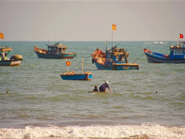 Tắm biển gặp sóng lớn, nhóm bé trai bị đuối nước, 1 em tử vong thương tâm