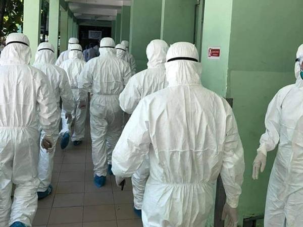 Hình ảnh các y bác sĩ cả nước đến Đà Nẵng, vội vã chống lại Covid-19 gây xúc động mạnh