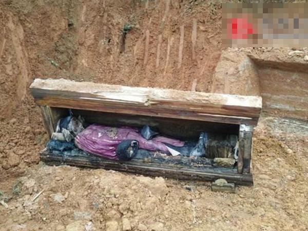 Khai quật ngôi mộ cổ chứa thi thể nam nhân bọc trong quần áo nguyên vẹn, nghi là công tử quý tộc Trung Hoa cổ đại
