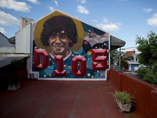 """Khám phá nơi yên nghỉ cuối cùng của Maradona, căn nhà """"Cậu bé Vàng"""" từng sống thuở chưa nổi tiếng"""