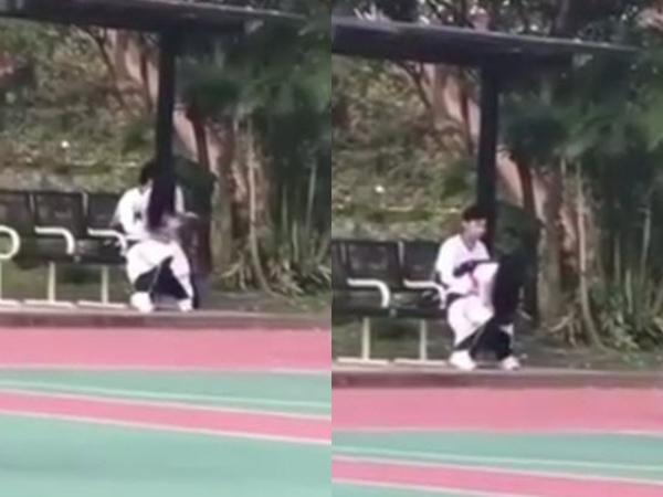 Cặp đôi học sinh bị nghi 'mây mưa' giữa sân bóng khiến những người chứng kiến chết sững