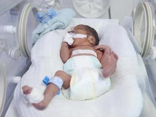 TP.HCM: Đẻ rơi khiến con suýt chết, cô gái 20 tuổi bỏ con ở bệnh viện