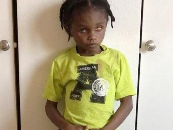 Mẹ sinh em bé trong bệnh viện, bé trai 5 tuổi ở nhà bị cha dượng đánh tử vong