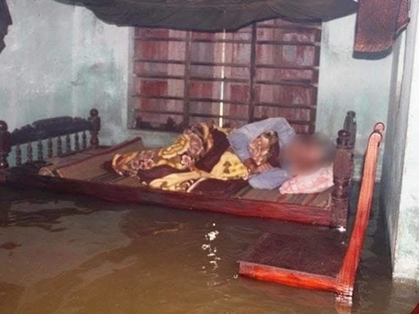 Mưa lũ ngập mấp mé giường ngủ, cụ bà 80 tuổi rơi xuống nước tử vong thương tâm