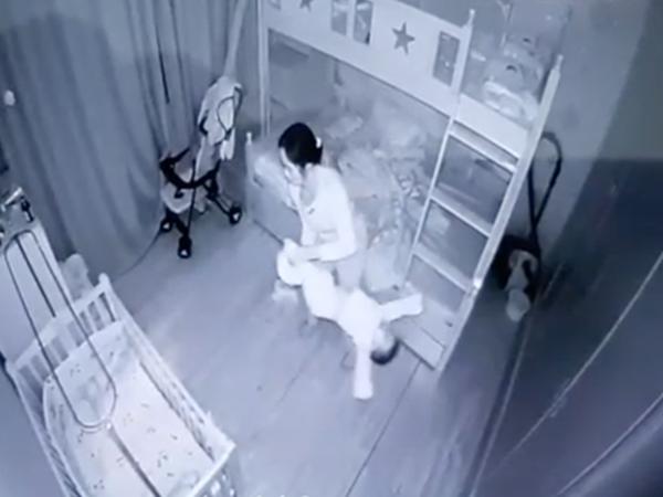 Tình hình hiện tại của bé 14 tháng tuổi bị người giúp việc cầm chân dốc ngược, quăng quật vì khóc không chịu ngủ