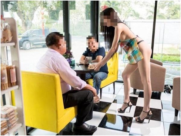 Thuê người mẫu mặc độc quần lót phục vụ khách, chủ quán cà phê có nguy cơ ngồi tù
