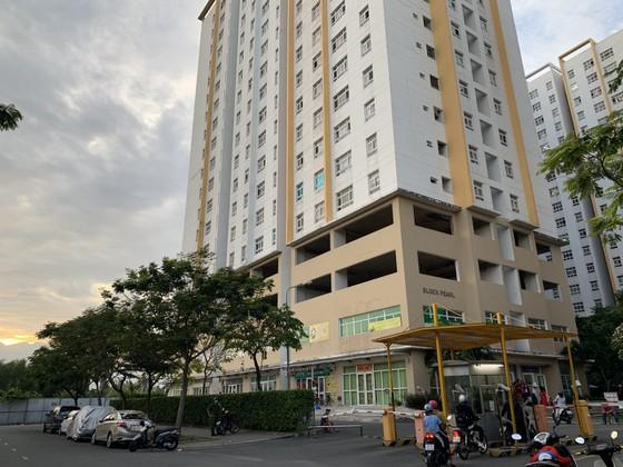 TP.HCM: Người phụ nữ rơi từ tầng cao chung cư xuống đất tử vong