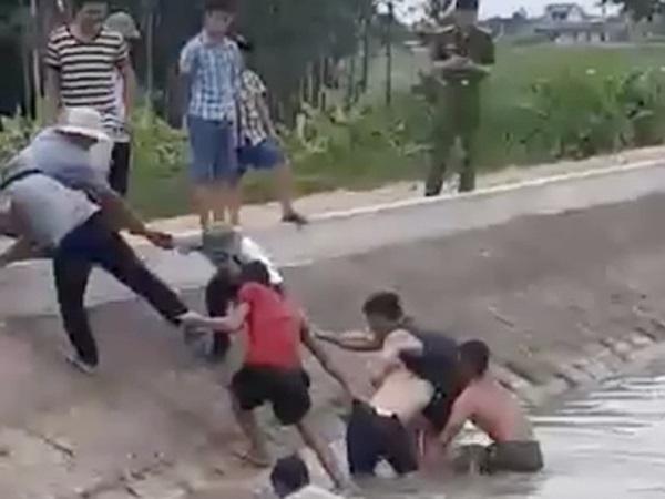 Nhóm học sinh lớp 8 đi tắm sông ngày Tết Đoan ngọ, 1 em tử vong thương tâm