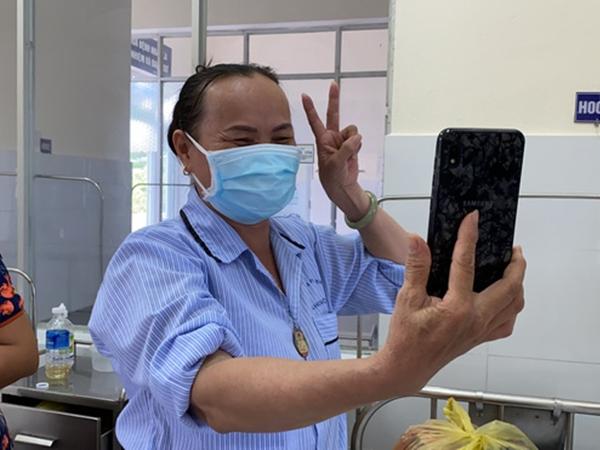 Niềm vui vỡ oà, lời nhắn gửi đầy cảm xúc của bệnh nhân Covid-19 vừa được chữa trị thành công ở Đà Nẵng
