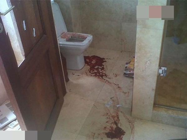 Vợ chết trong phòng tắm, chồng bất tỉnh trên vũng máu ngay trước cửa nhà