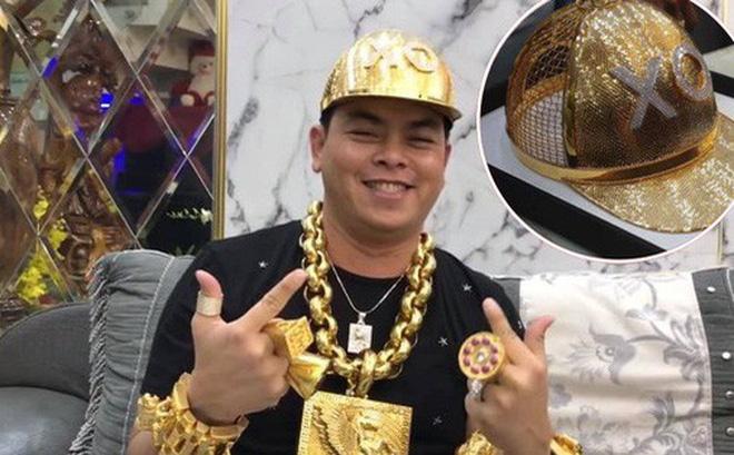 Ngay trước khi bị bắt, Phúc XO vừa khoe mũ vàng đính 260 viên kim cương trị giá gần 2 tỷ