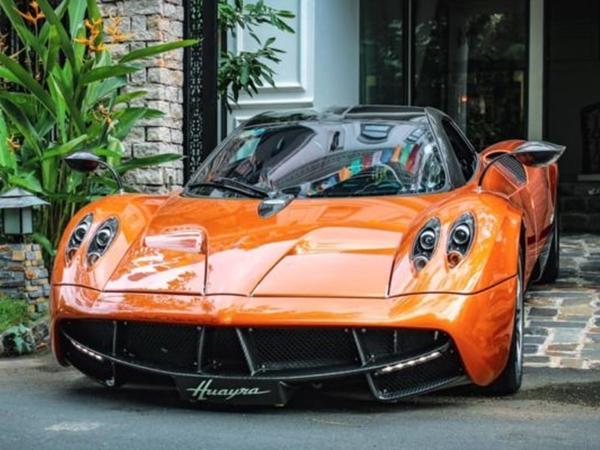"""Tốn 80 tỷ của Minh """"nhựa"""", siêu xe Huayra chỉ làm """"cảnh"""""""
