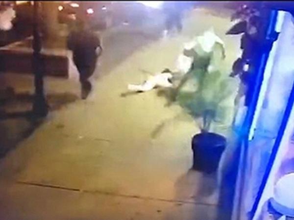 Chàng trai lấy thân mình che đạn cho bạn gái trong vụ xả súng kinh hoàng ở Mỹ