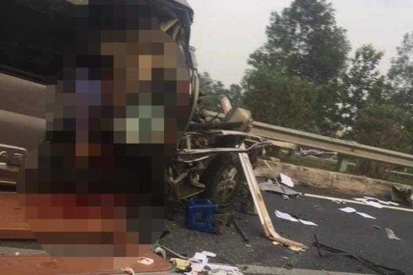 Vụ tai nạn xe khách 16 chỗ trên cao tốc Pháp Vân - Cầu Giẽ: 1 bác sĩ và cán bộ công an tử nạn