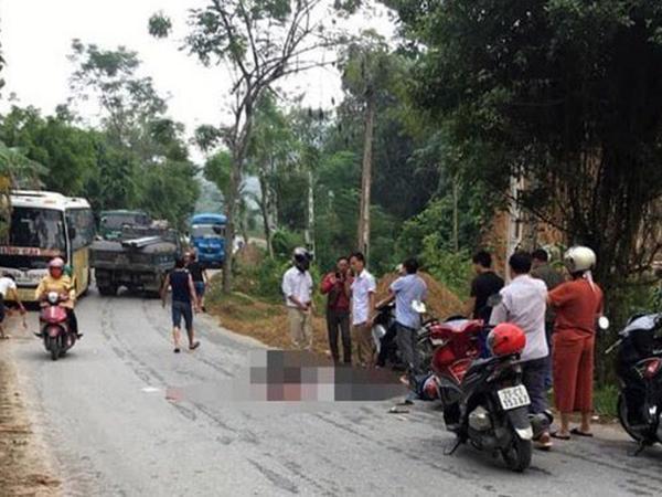 Tông phải chó thả rông, hai vợ chồng bị xe tải cán qua người thương vong