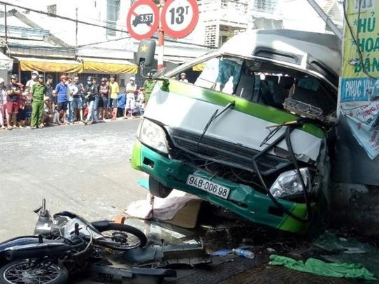 Đang chạy xe buýt, tài xế bất ngờ bị liệt nửa người, lạc tay lái khiến 3 người tử vong